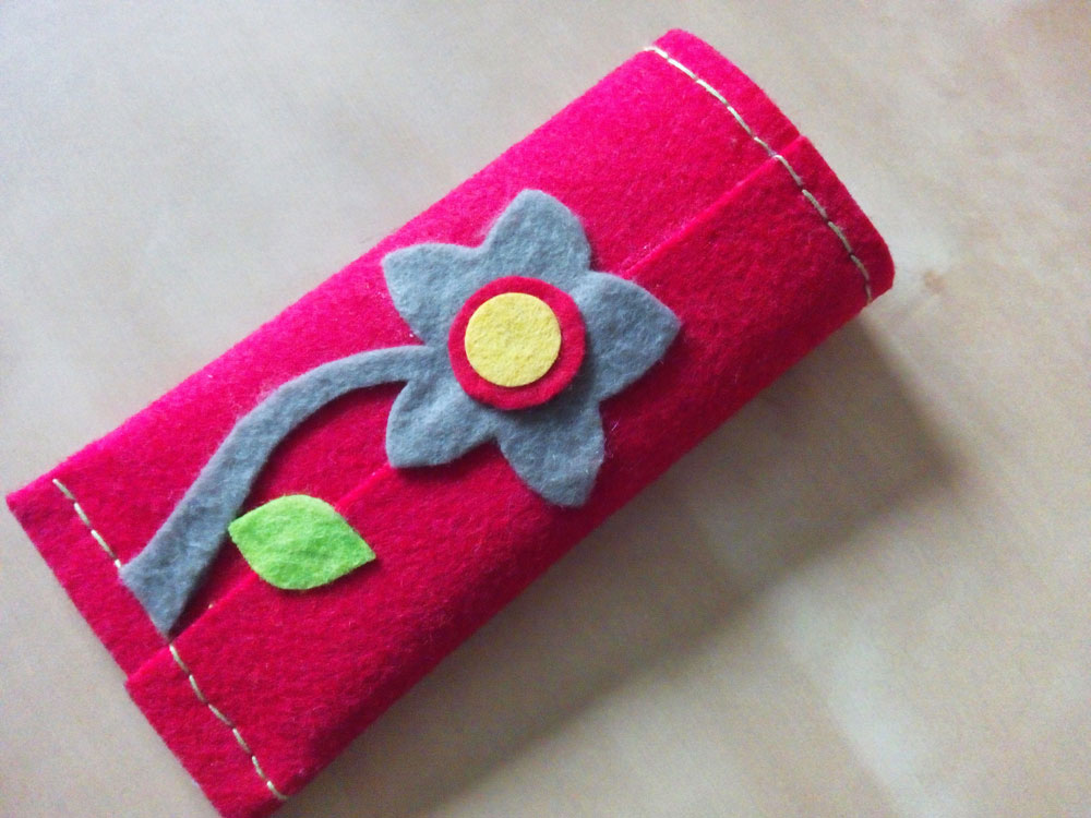 Quick and easy almost no-sew felt phone cover. MyScrappyIdeas.com